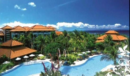 龙目岛位于巴厘岛以东,西隔龙目海峡同巴厘岛